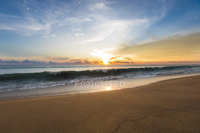 Sunrise over sea in Thailand — Stock Photo