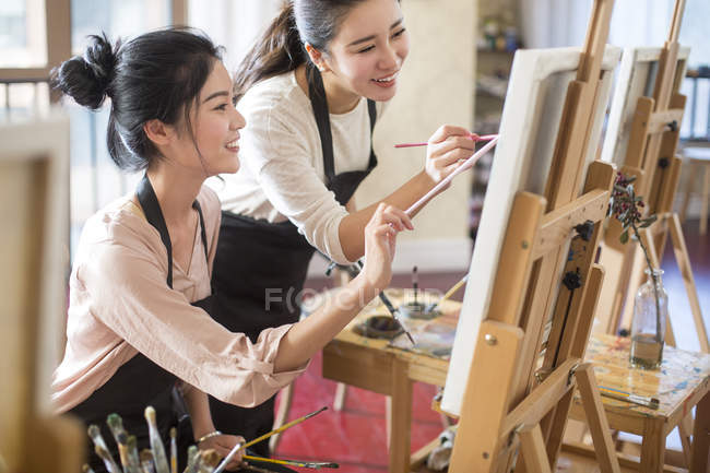 Asian women painting in art studio — Stock Photo