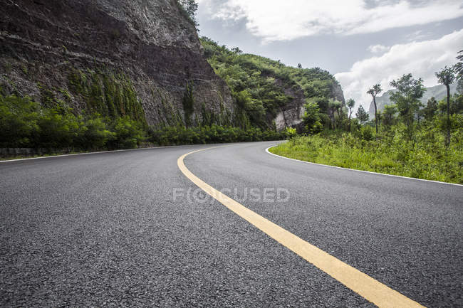 View of road and mountains in Beijing, China — Stock Photo