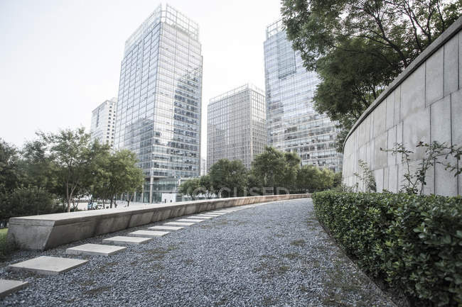 Scena urbana di marciapiede e architettura moderna in Cina — Foto stock