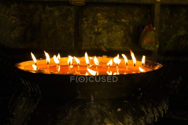 Gebetskerzen im Jokhang-Tempel in Tibet — Stockfoto