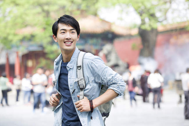 Chinese man travelling at Lama Temple — Stock Photo