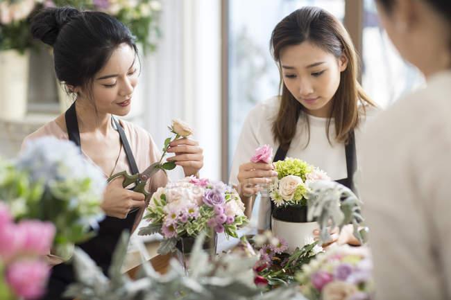 Asian women learning flower arrangement — Stock Photo