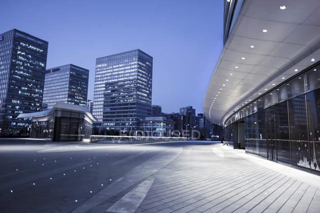 Vista parziale della costruzione contemporanea di grattacieli a Wangjing, Pechino, Cina — Foto stock