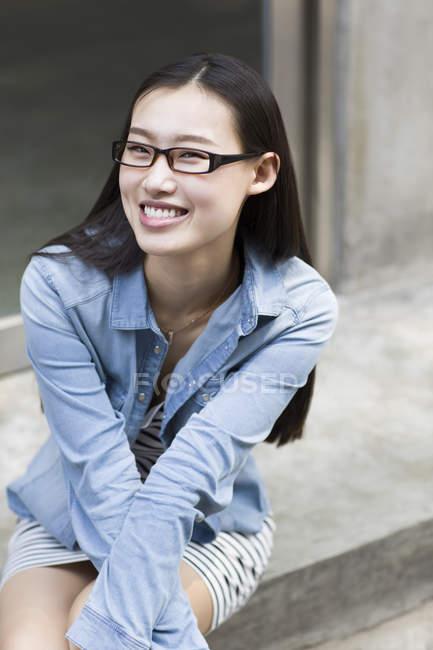 Porträt einer lächelnden asiatischen Frau — Stockfoto