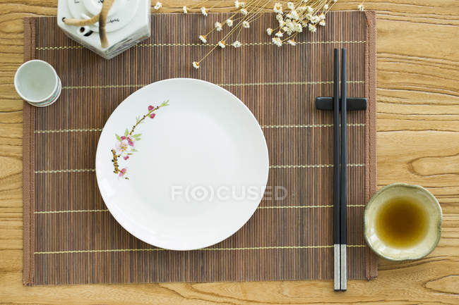 Vista superior de utensilios de mesa chino - foto de stock