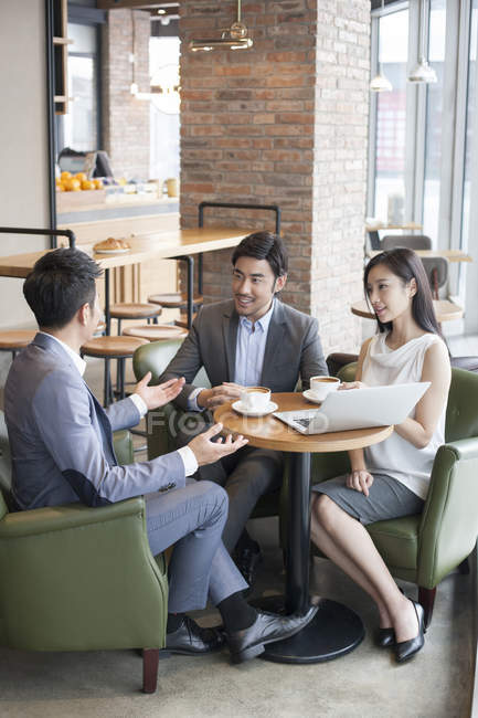 Asian business people having meeting in cafe — Stock Photo