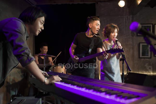 Chinesische Musik Band auf der Bühne — Stockfoto