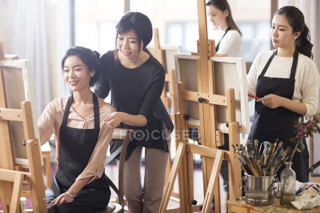 Asian women with art teacher working in studio — Stock Photo