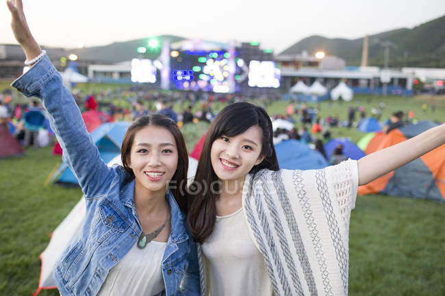 Chinese women embracing at festival camping — Stock Photo