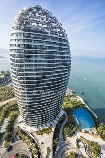 Luxury hotel on coastline in Sanya, China — Stock Photo