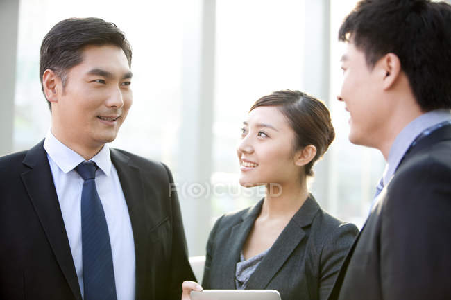 Chinese business people having discussion in office — Stock Photo