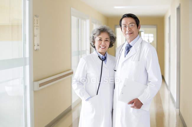 Portrait of senior chinese doctors — Stock Photo