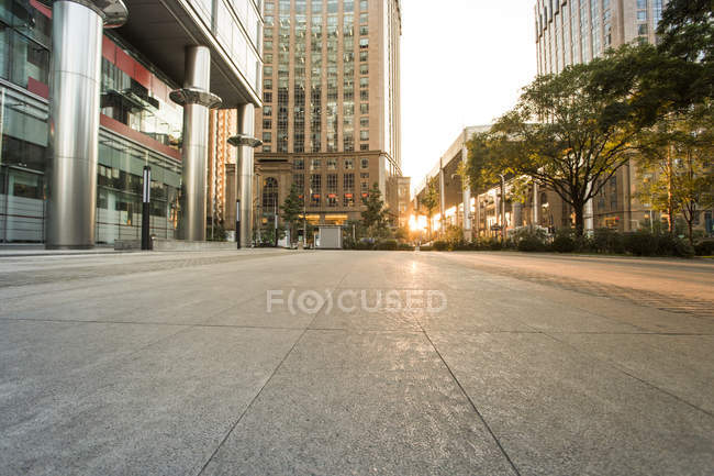 Escena urbana de la carretera y arquitectura moderna de Beijing, China - foto de stock