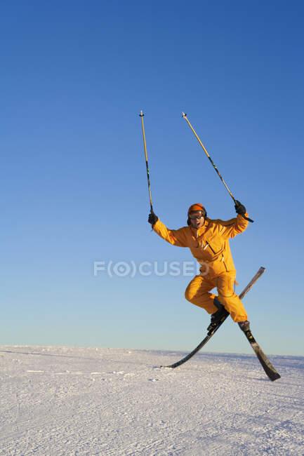 Chinese man jumping with ski equipment — Stock Photo