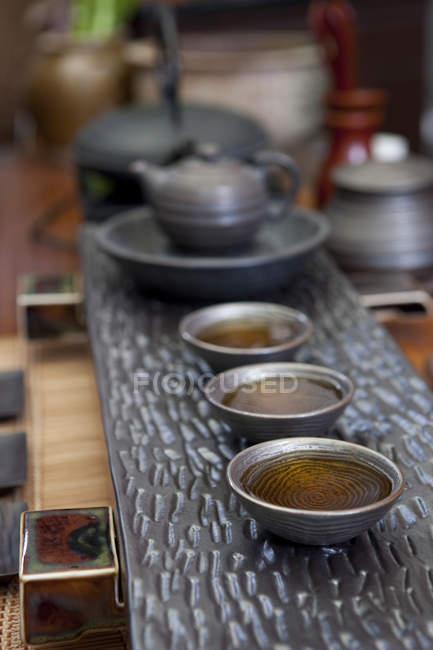 Ensemble de thé chinois classique sur table de thé, gros plan — Photo de stock