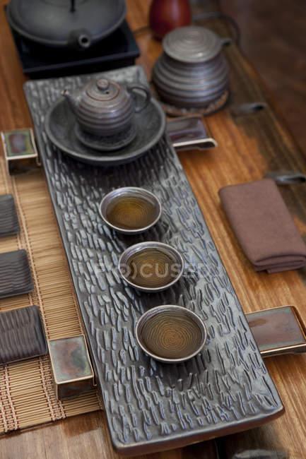 Cérémonie du thé chinois classique sur table — Photo de stock