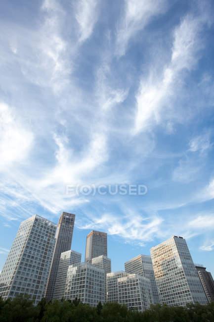 Vista a basso angolo degli edifici del centro di Pechino, Cina — Foto stock