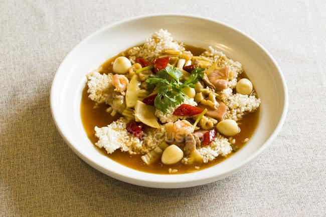 Traditionelle chinesische würzig knusprige Reisgericht — Stockfoto