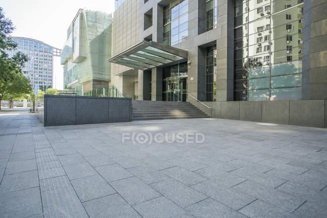 Escena urbana de arquitectura moderna en Beijing, China - foto de stock