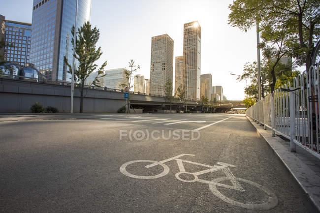 Міські сцени дороги та сучасної архітектури Пекіні — стокове фото