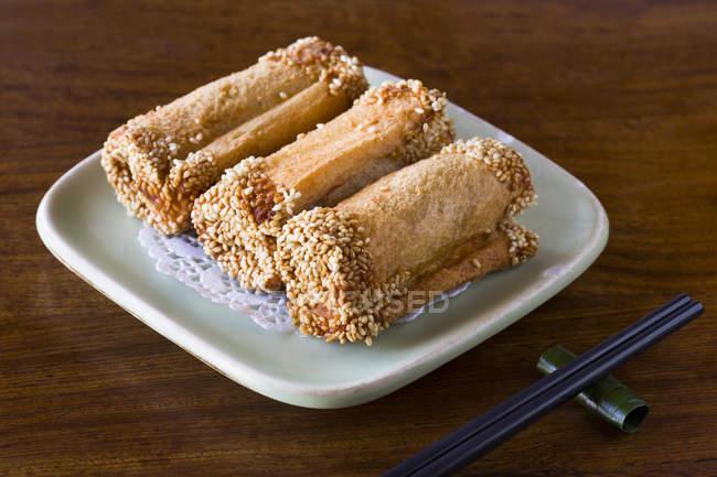 Традиційні китайські Таро рулонах блюдо — стокове фото