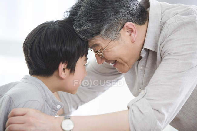Chinese grandfather and grandson pressing foreheads — Stock Photo