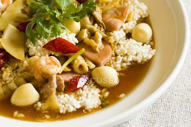 Traditionelle chinesische würzig knusprige Reisgericht, Nahaufnahme — Stockfoto