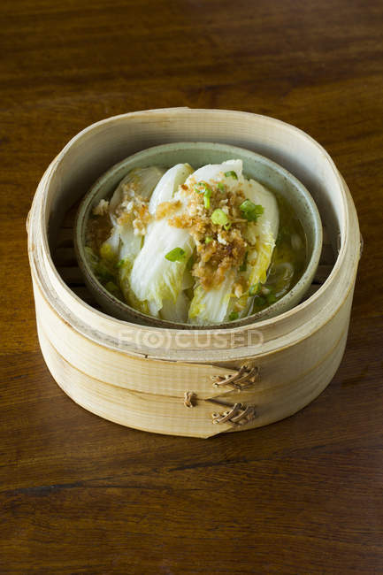 Traditional chinese cabbage leaves in steamer — Stock Photo