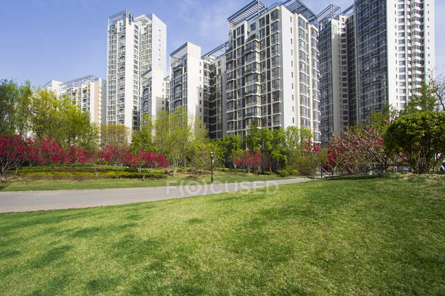 Residential buildings and green area in Beijing, China — Stock Photo