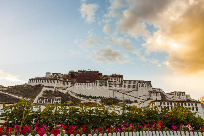 Low angle view of Potala Palace building in Tibet, China — Stock Photo