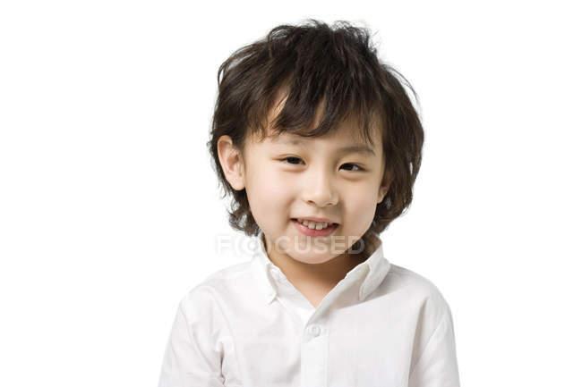 Portrait de petit garçon asiatique sur fond blanc — Photo de stock
