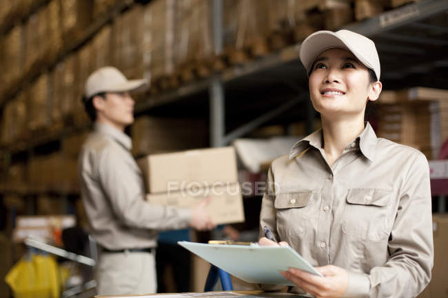 Chinese warehouse workers doing inventory — Stock Photo