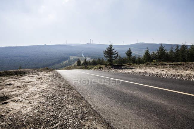 Estrada em pastagens da província de Hebei, China — Fotografia de Stock