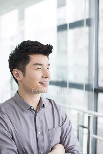 Chinese businessman with arms folded — Stock Photo