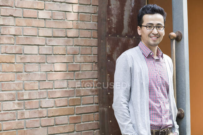 Mid adult chinese man looking in camera and smiling — Stock Photo