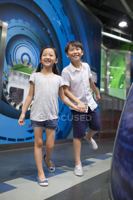Chinese children visiting science and technology museum — Stock Photo