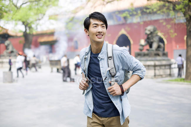 Male chinese tourist visiting Lama Temple — Stock Photo