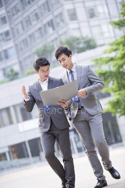Chinese businessmen working on street — Stock Photo
