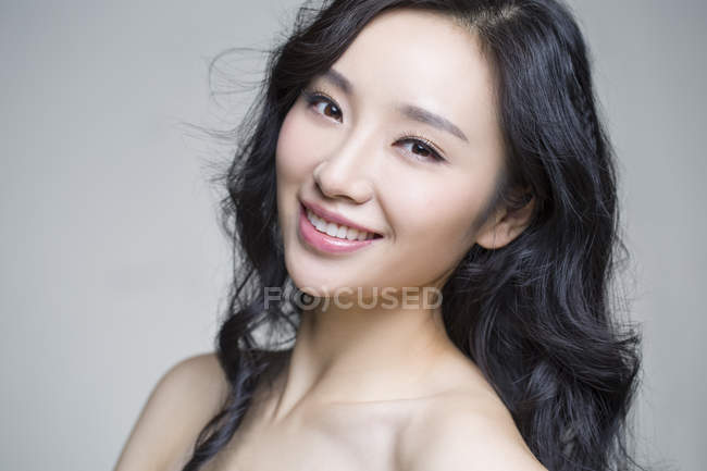 Portrait of smiling chinese woman with natural makeup — Stock Photo