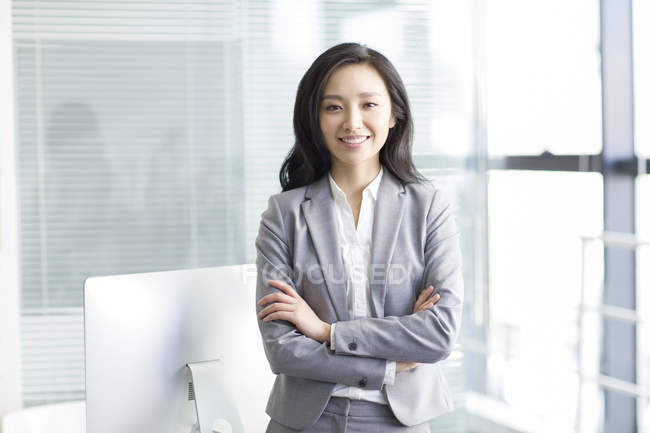 Portrait of asian businesswoman with arms folded — Stock Photo