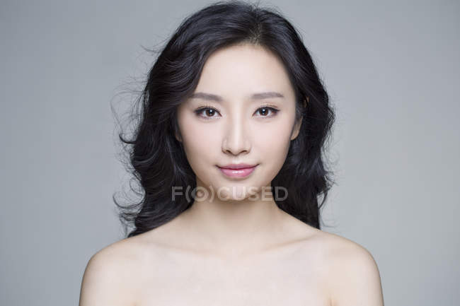 Portrait of beautiful chinese woman with natural makeup — Stock Photo