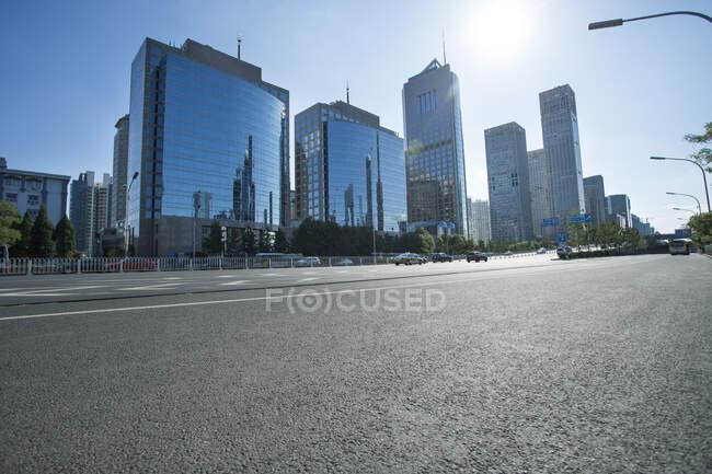 Urban street scene with buildings, China — Stock Photo