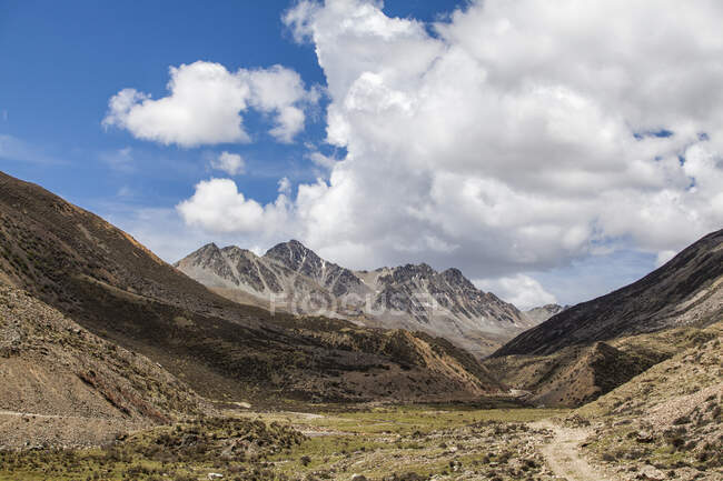 Rocky scene with cloudy sky in Tibet, China — Stock Photo