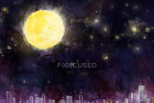 Luna llena en el cielo oscuro sobre edificios de la ciudad - foto de stock