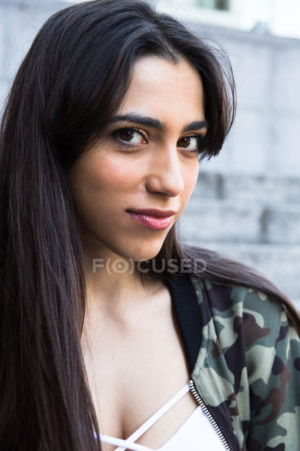 Young brunette woman — Stock Photo