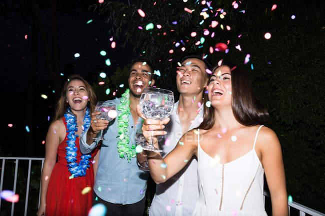Glückliche junge Menschen — Stockfoto