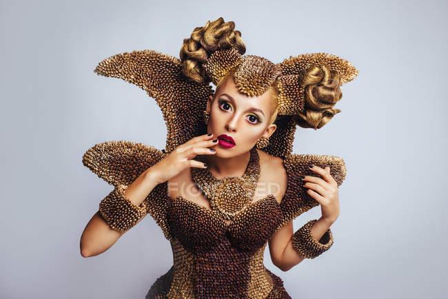 Портрет жінка з фантазія макіяж і зачіску — стокове фото