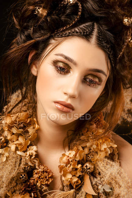 Attractive fashionable woman with golden makeup and wreath — Stock Photo