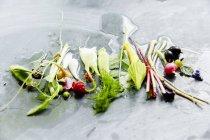 Frutta e verdura biologica matura — Foto stock